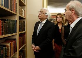 Εγκαινιάστηκε η βιβλιοθήκη της ΕΣΗΕΑ - Στους χώρους της ξεναγήθηκε ο ΠτΔ - Κεντρική Εικόνα