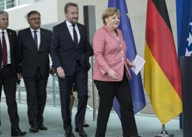 Η Βοσνία στην «αγκαλιά» της ΕΕ αλλά και του... ΔΝΤ - Κεντρική Εικόνα