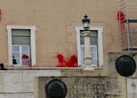 Εγγύηση 30.000 ευρώ σε μέλος του Ρουβίκωνα για να μην οδηγηθεί στη φυλακή - Κεντρική Εικόνα