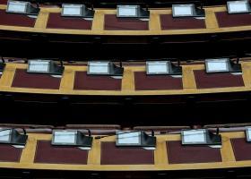 Υψηλοί τόνοι στην Βουλή μετά το φιάσκο των voucher - Κεντρική Εικόνα