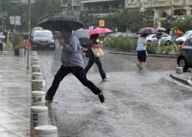 Καιρός: «Γρήγορο» χαμηλό βαρομετρικό φέρνει ισχυρούς νοτιάδες, έντονες βροχές και ζέστη (Χάρτες) - Κεντρική Εικόνα