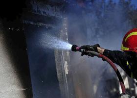 Μεγάλη πυρκαγιά σε εργοστάσιο χάρτου στο Μενίδι- Ένας τραυματίας  - Κεντρική Εικόνα