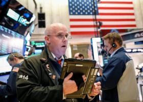 Απώλειες στη Wall Street με το «βλέμμα» στα ομόλογα - Κεντρική Εικόνα