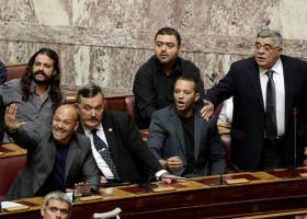 ΚΚΕ: Η στάση της ΧΑ στη Βουλή και η διαγραφή βουλευτή της - Κεντρική Εικόνα