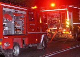 Χανιά: Πυρκαγιά προκάλεσε σοβαρές υλικές ζημιές σε τρία οχήματα - Κεντρική Εικόνα