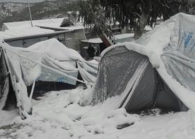 Στα ερείπια του κάτω κάστρου της Μυτιλήνης εκατοντάδες πρόσφυγες - Κεντρική Εικόνα