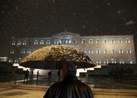 Χιονίζει στην Αθήνα - Πού έχει διακοπεί η κυκλοφορία - Κεντρική Εικόνα