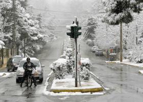Χιόνια στην Πάρνηθα και 150 χιλιόμετρα την ώρα οι άνεμοι στον Παρνασσό - Κεντρική Εικόνα