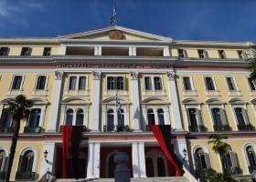 Κόκκινο και μαύρο χρώμα στο κτήριο του ΥΜΑΘ για τη Γενοκτονία των Ελλήνων του Πόντου - Κεντρική Εικόνα