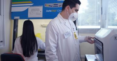 ΕΛΠΕ: Νέα δωρεά 5.000 αντιδραστηρίων στο «ΘΡΙΑΣΙΟ» Νοσοκομείο για την ταχύτερη διάγνωση του COVID-19 - Κεντρική Εικόνα