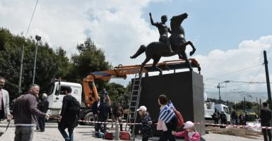 Nέο άγαλμα του Μεγάλου Αλεξάνδρου στο κέντρο της Αθήνας (photos) - Κεντρική Εικόνα