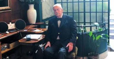 Ποιος είναι ο κ. Αλεξανδράκης, ο οποίος μίλησε στο ζεύγος Μακρόν σε άπταιστα Γαλλικά - Κεντρική Εικόνα