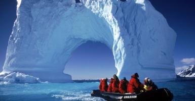Ένα γιγάντιο παγόβουνο ετοιμάζεται για...κρουαζιέρα στον Ατλαντικό - Κεντρική Εικόνα