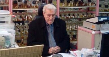 Ο αρωματοποιός της Θεσσαλονίκης που στα 92 του κάνει «χρυσές δουλειές» - Κεντρική Εικόνα