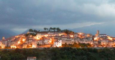 Τρεις Κολομβιανοί τουρίστες έψαχναν την Ακρόπολη στο χωριό... Ατένα Λουκάνα - Κεντρική Εικόνα