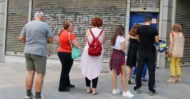 Τραπεζικοί λογαριασμοί: Το «παραθυράκι» κατασχέσεων ακόμα και αν δεν χρωστάτε τίποτα και πουθενά! - Κεντρική Εικόνα