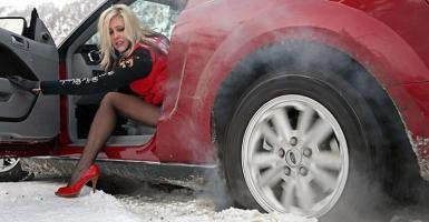 Εκτός από τους σηκωμένους υαλοκαθαριστήρες, συμβουλές για τα «παγωμένα» αυτοκίνητα (video) - Κεντρική Εικόνα