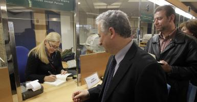 Τράπεζες: Στο «χρονοντούλαπο» τα βιβλιάρια καταθέσεων- Τι αλλάζει στις ενημερώσεις - Κεντρική Εικόνα
