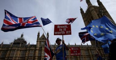 Brexit: Πάνω από ένα εκατομμύριο υπογραφές συγκεντρώνει η αίτηση για παραμονή στην ΕΕ - Κεντρική Εικόνα
