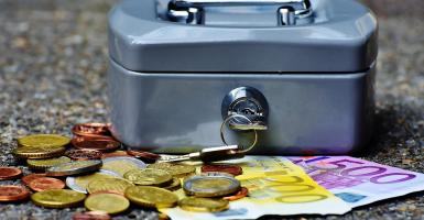 Tι αλλάζει στην επικουρική ασφάλιση: Οι «ατομικοί κουμπαράδες» έρμαια των… αγορών - Κεντρική Εικόνα