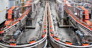 Coca Cola ΗBC: Υποβάθμισε το outlook σε σταθερό η S&P - Κεντρική Εικόνα