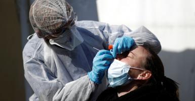 Έσπασαν τα κοντέρ: 372 νέα κρούσματα στην Ελλάδα - Ρεκόρ και στην Αττική - Κεντρική Εικόνα