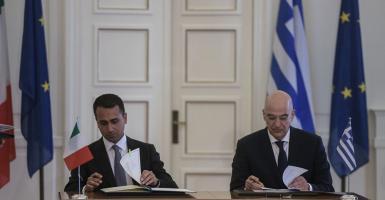 Υπεγράφη η ιστορική συμφωνία για την ΑΟΖ Ελλάδας-Ιταλίας - Κεντρική Εικόνα