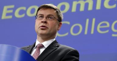 Ντομπρόβσκις: Η μείωση του αφορολόγητου δεν είναι δεδομένη - Κεντρική Εικόνα