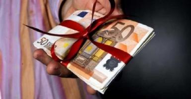 Δώρο Χριστουγέννων: Καταβολή ως 21/12 από εργοδότες και κράτος - Κεντρική Εικόνα