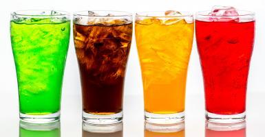 Η κατανάλωση πολλών αναψυκτικών σχετίζεται με αυξημένο κίνδυνο πρόωρου θανάτου - Κεντρική Εικόνα