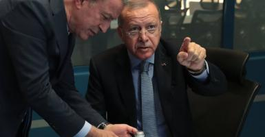 Ο Ερντογάν απειλεί να στείλει Σύρους πρόσφυγες στην Ευρώπη - Κεντρική Εικόνα