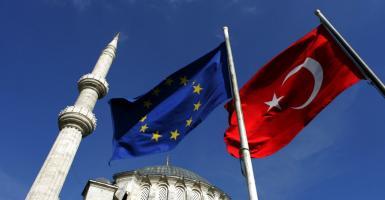 Handelsblatt: Αλλαγές επιβάλλει η Τουρκία στην συμφωνία με την ΕΕ για το προσφυγικό - Κεντρική Εικόνα