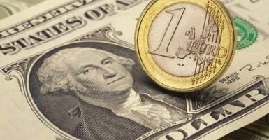 Σε υψηλά επίπεδα διετίας η ισοτιμία του ευρώ  - Κεντρική Εικόνα