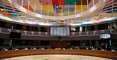 Πρώην υπουργός Οικονομικών παρομοίασε την απόφαση του Eurogroup με νέο... Σχέδιο Μάρσαλ! (video) - Κεντρική Εικόνα