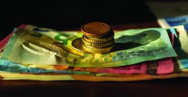Εφορία: Τέλος τα μετρητά - Οι δύο τρόποι αποπληρωμής οφειλών προς το Δημόσιο - Κεντρική Εικόνα