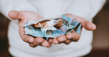 Κοινωνικό μέρισμα: Από 500 έως 1.000 ευρώ σε 200.000 νοικοκυριά - Κεντρική Εικόνα
