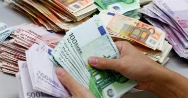 Συνάλλαγμα: Οριακή υποχώρηση για το ευρώ  - Κεντρική Εικόνα