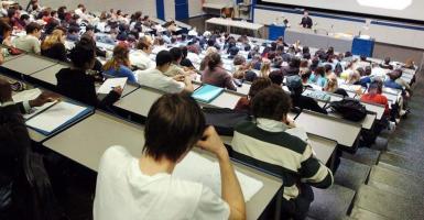 Φορολογική «παγίδα» για χιλιάδες φοιτητές - Κεντρική Εικόνα