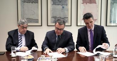 Alpha Bank: Υπεγράφη η νέα επιχειρησιακή σύμβαση εργασίας - Τι προβλέπει - Κεντρική Εικόνα