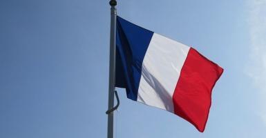 Εγκρίθηκε από τη γαλλική Γερουσία ο προϋπολογισμός με το «πάγωμα» στον φόρο καυσίμων - Κεντρική Εικόνα