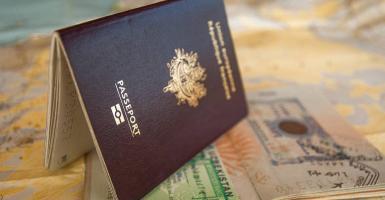 FT: Στο στόχαστρο η Κύπρος και όλα τα προγράμματα Golden Visa από την ΕΕ - Κεντρική Εικόνα