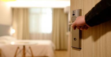 Υπό κατάρρευση τα ξενοδοχεία: Χάνουν τζίρο 5,6 δισ. ευρώ - Κεντρική Εικόνα
