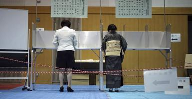 Αυξημένη συμμετοχή στις ιαπωνικές εκλογές παρά την έλευση του τυφώνα Λαν - Κεντρική Εικόνα