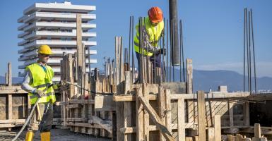 Νέα σαρωτική παρέμβαση στα εργασιακά: Με νόμο θεσπίζουν έξτρα άδεια αντί πληρωμένων υπερωριών - Κεντρική Εικόνα