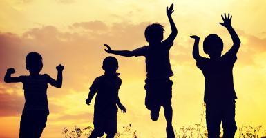 ΟΑΕΔ: Ποιοι είναι οι δικαιούχοι για το πρόγραμμα παιδικών κατασκηνώσεων  - Κεντρική Εικόνα