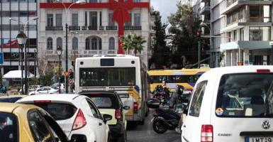 Oι μετακινήσεις ανήμερα Πρωτοχρονιάς χαλαρώνουν - Πόσα άτομα επιτρέπονται σε ΙΧ και ταξί - Κεντρική Εικόνα