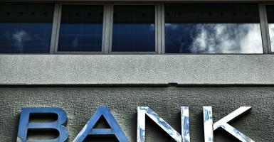 Σε δεινή θέση οι ελληνικές τράπεζες - Κεντρική Εικόνα