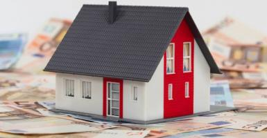 Σχέδιο για «κούρεμα» στα μισά «κόκκινα» στεγαστικά δάνεια - Κεντρική Εικόνα