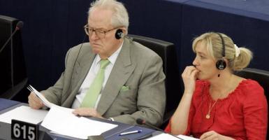 Ζαν Μαρί Λεπέν: Ο Μακρόν είναι σύζυγος ενός Κούγκαρ - Κεντρική Εικόνα