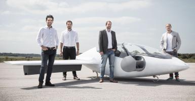 Το πρώτο ηλεκτρικό πενταθέσιο ιπτάμενο ταξί κάθετης απογείωσης (video) - Κεντρική Εικόνα
